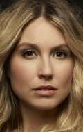 All best and recent Sarah Carter pictures.