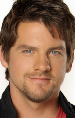All best and recent Zachary Knighton pictures.