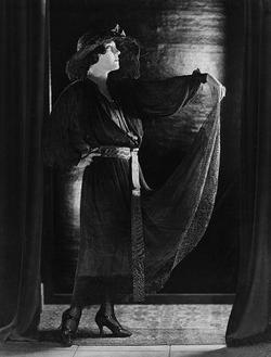 Gloria Swanson picture