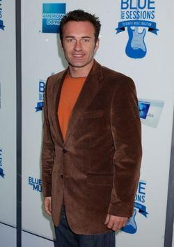 Julian McMahon picture