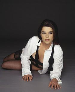 Neve Campbell picture