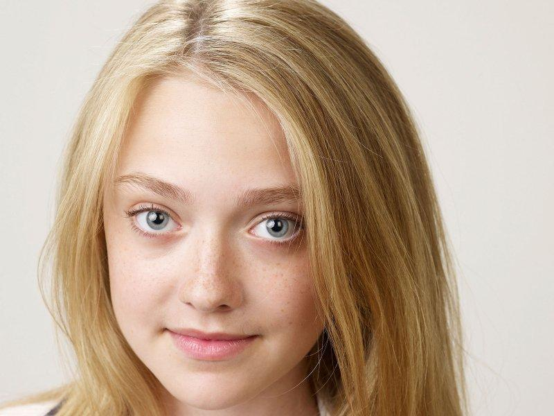 Dakota Fanning wallpaper